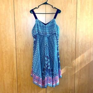 Jessica's Simpson Maternity dress size small. Sleeveless blue, white and pink